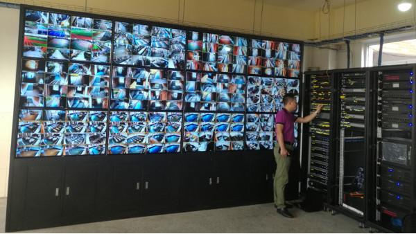 高清监控系统安装谈Al,颠覆传统交通管理